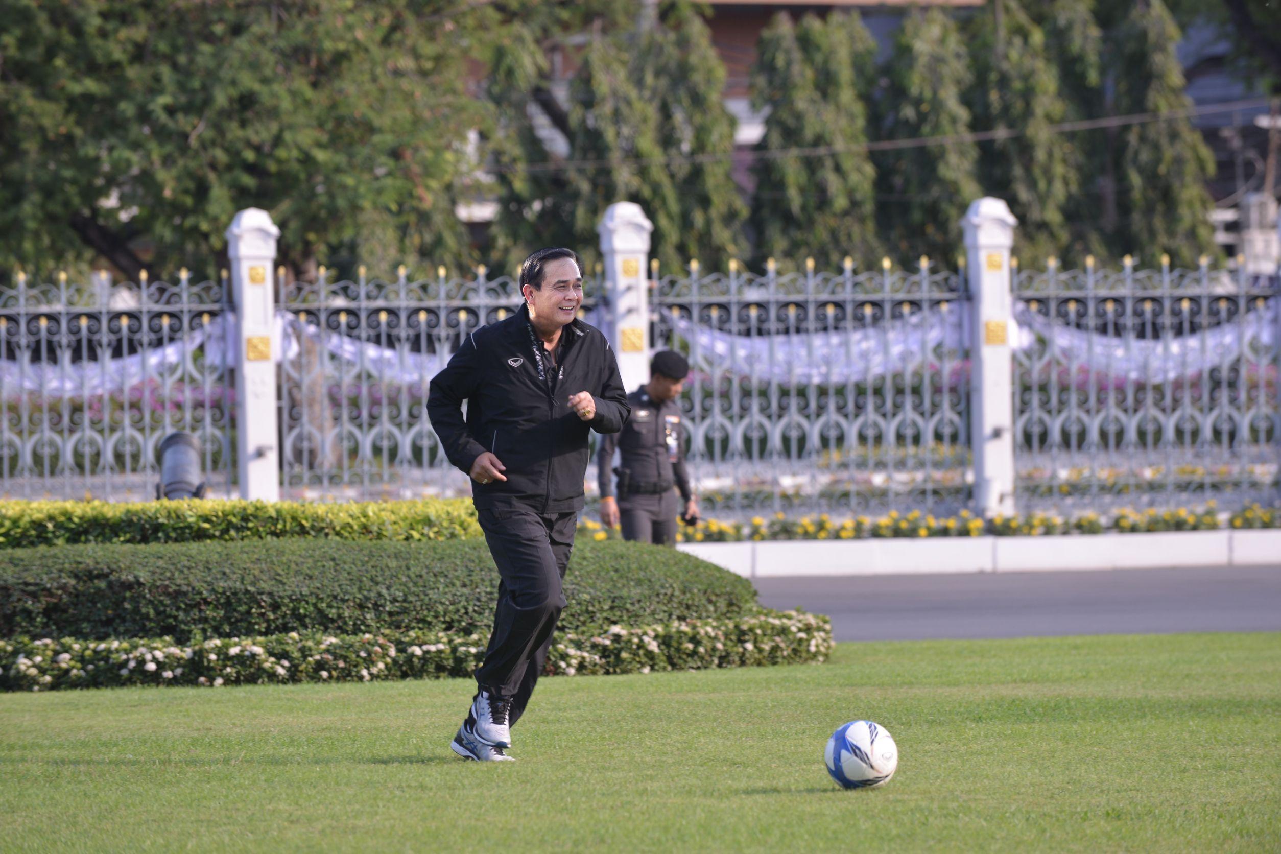 คนไทยขอบคุณนายกรัฐมนตรีได้ดูบอลยูโรตั้งแต่แมตแรก